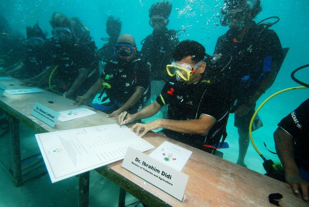 maldives cabinet meeting underwater
